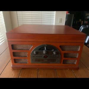Crosley Record, Cassette Player, AM/FM Radio CR66